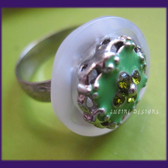Adjustable ring green and silver by Lucine Designs