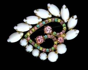 Vintage Brooch, Milk Stone Brooch, Costume 1960's, Brooch Rhinestones, White Glass Navettes, Paisley Shape, Milkstone jewelry.
