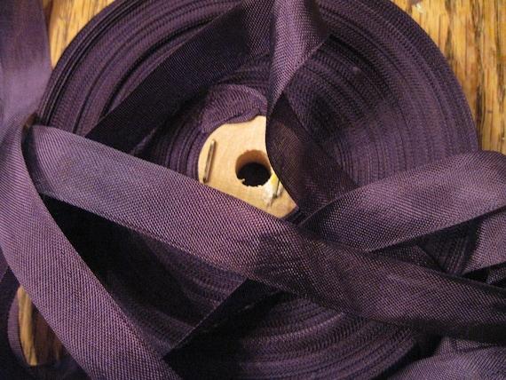 purple seambinding roll/18