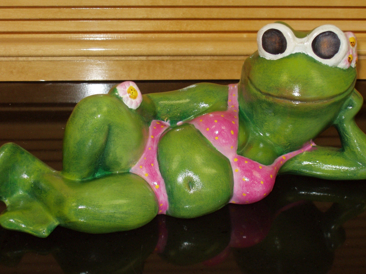 Ceramic frog in hot pink bikini for your garden or patio - How warm does it have to be to paint outside ...