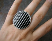 Round Striped Porcelain Ring in Black