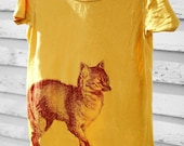 Organic curry scoop neck t-shirt with blood red fox Size L