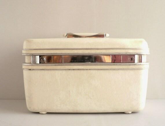 White Samsonite Silhouette Beauty / Train Case