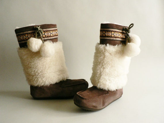 Women's Woolly Mukluks Furry Boots Size 8