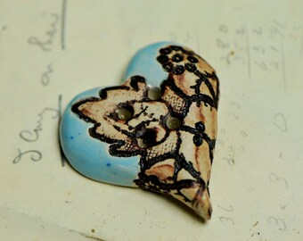 bubble heart Alice button.....she is a sew on button
