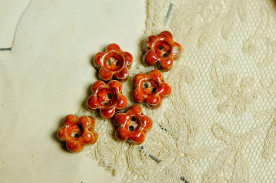 new flower buttons....sew on buttons
