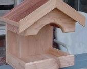 Cedar Platform Feeder