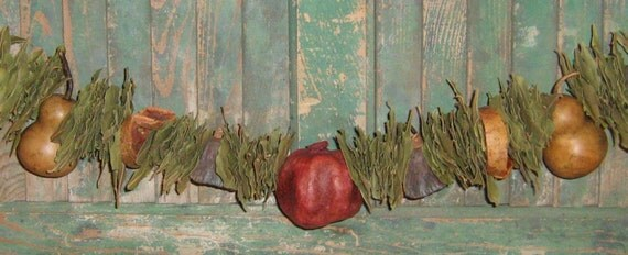 Bay Leaf Garland with 2 Pear Gourds   -  31 to 42 inches long - MADE IN USA