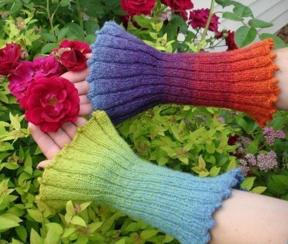 Knitting Pattern - Blooming Wristlets