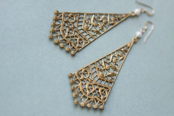 Delicato - vintage brass kite filigree, freshwater pearls and goldfilled earrings