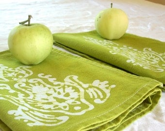 set of two apple green dinner napkins