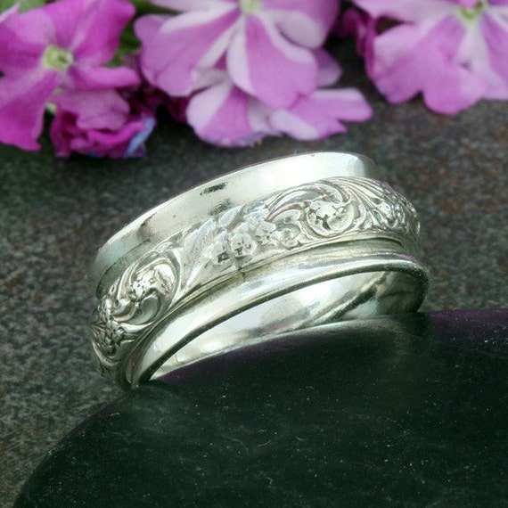 Sterling Silver Spinner Ring with Decorative Raised Design - Size 6 3/4