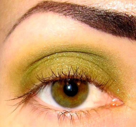 Poison Apple Eyeshadow (Mineral makeup Golden green with gold shimmer) Eye shadow Eyeliner (5g)