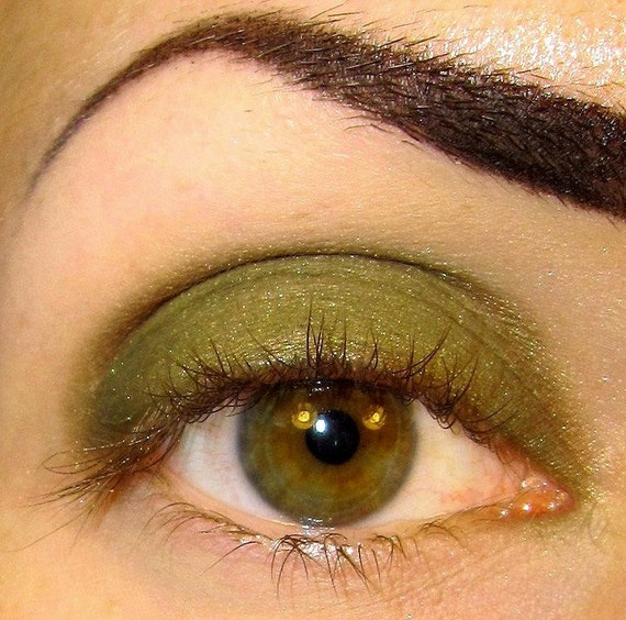 Oakmoss Eyeshadow Mineral makeup (Rich deep mossy green with a hint of shimmery gold. ) Eye shadow Eyeliner Sobe MineralEyez (5g)