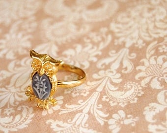 Vintage gold owl ring with grey and ivory flower cabochon-adjustable