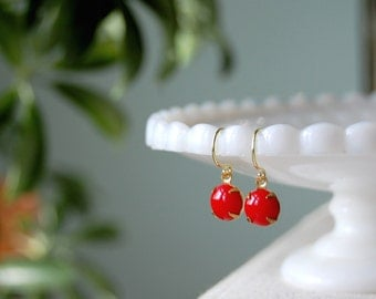 sweet and simple- vintage glass dangle earrings- tomato red