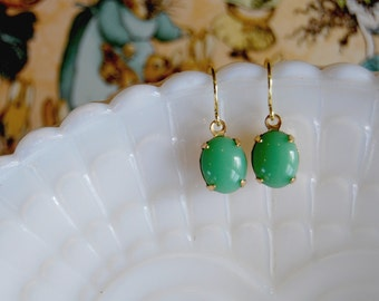 sweet and simple- vintage glass dangle earrings- jadite green- oval stones