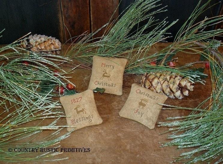 Primitive Christmas Bowl Filler Ornies E