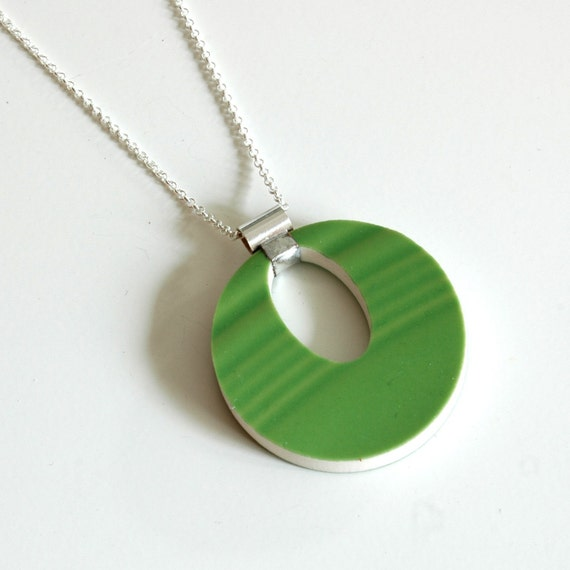 Cut out Recycled China Simple Circle Necklace - Shamrock Green - Recycled China