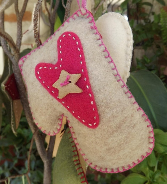 felt ornament -mitten with heart and star - eco friendly - oatmeal - pink - handstitched