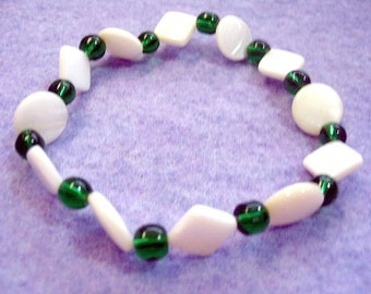 Emerald Green Glass Bead and White Shell Bracelet, Geometric Stretchy Bracelet, No Metal To Cause Allergies, Nonmetal Parts