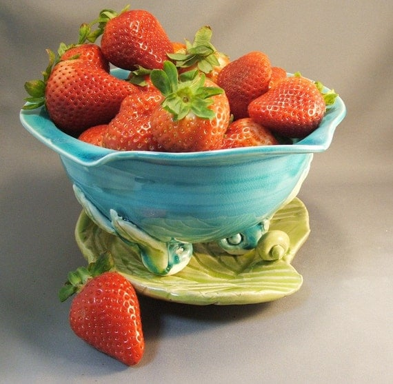 Berry Bowl on Leaf Tray