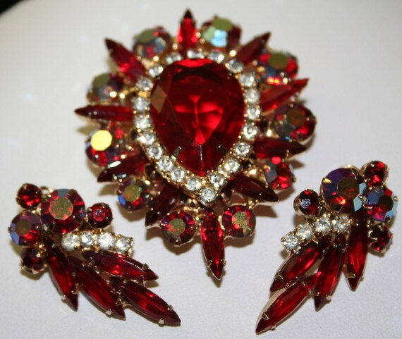 Glitzy RED vintage D&E Rhinestone Pin Brooch Earrings DemiParure