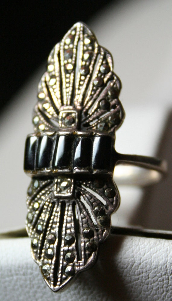 Vintage Art Deco sterling silver open-work onyx marcasite ring