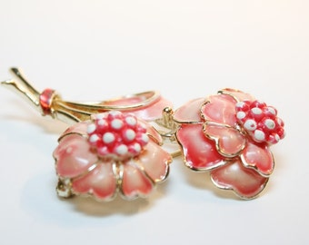 Coral Flower Pin - Vintage Signed HollyCraft - Book Piece