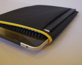mattt - iPad & sketchbook sleeve - grey and black striped lining with a bright yellow zipper