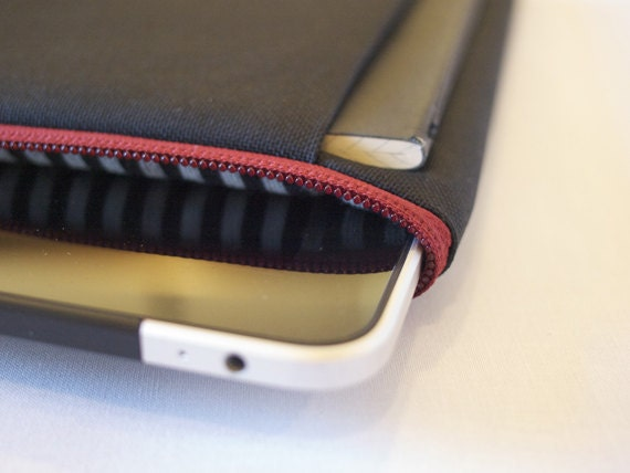 mattt - iPad & sketchbook sleeve - grey and black striped lining with a deep red zipper