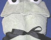 Ribbit Hooded Frog Towel