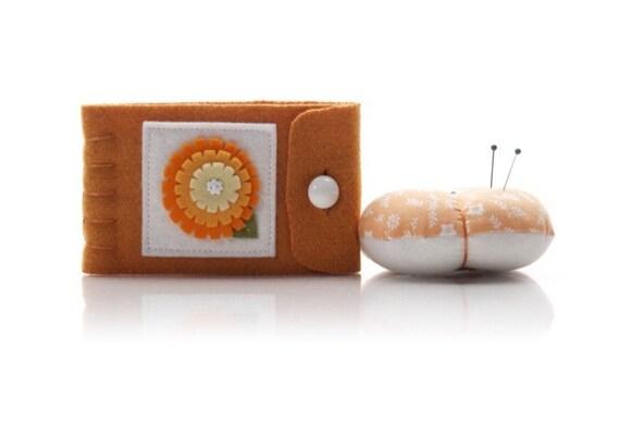 Wool Sewing Set, Orange Wool Needle Keeper, Orange Pincushion, Sewing Supply Storage, Wool Pin Keep, Mothers Day Gift, Travel Sewing Kit