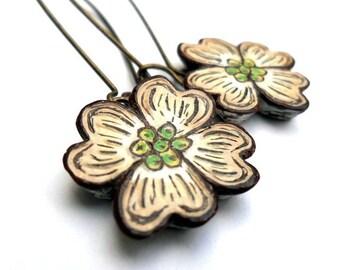 Dogwood Flower Dangle Earrings. Dogwood Drop Earrings. Spring Jewelry. Mother's Day Gift. Anniverary Gift.Rustic wedding. Garden Wedding