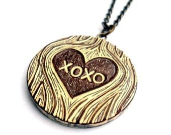 XOXO Woodgrain Heart Necklace. Tree Hugs and Kisses Necklace. Brown and Cream Faux Bois. Wood Anniversary Gift. Gift for Her. Wife Gift.