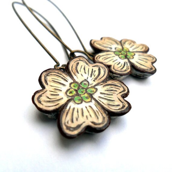 Dogwood Flower Dangle Earrings. Dogwood Drop Earrings. Spring Jewelry. Mother's Day Gift. Anniverary Gift.Rustic wedding. Garden Wedding