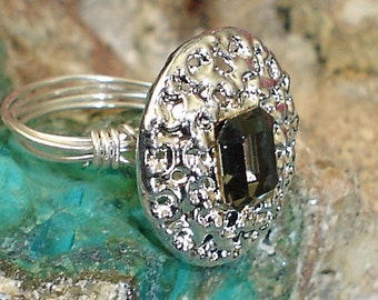 Antique 1950s Ring Black Brilliant cut Ring Crystal button Sterling Silver Wire Ring