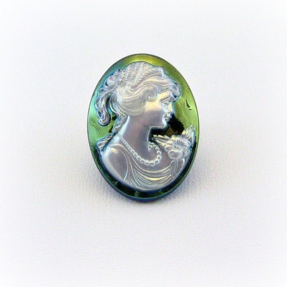 Vintage Inspired Resin Cameo Needle Minder