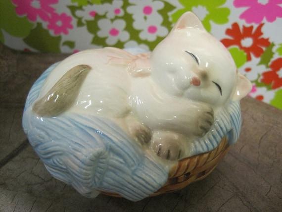 Avon Cat Napper 1983 ceramic pomander