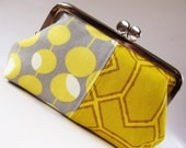 snap purse - honeycomb and olives on gray