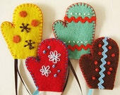 Handmade felt ornaments - 4 mittens spice collection