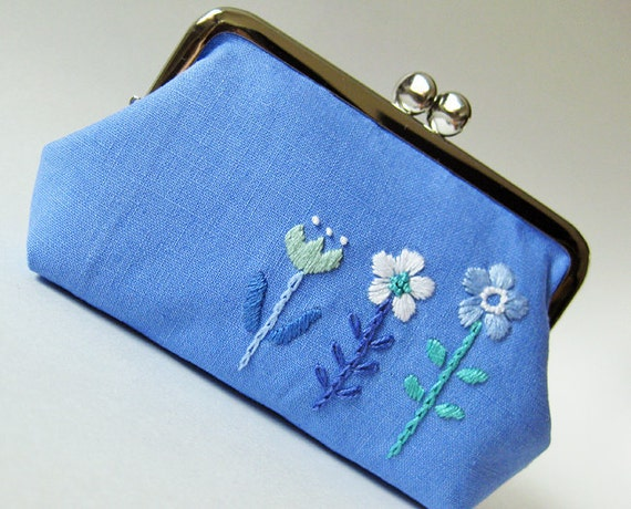 RESERVED for Cherry Kiss lock purse flowers on blue linen hand-embroidery white aqua blue periwinkle delft blue white retro cornflower