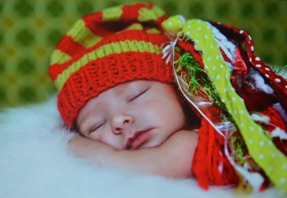 Newborn Knit CHRiSTMaS Hat BaBY PHoTO PRoP Pixie Stocking Cap BiG Tassel CHuCKLeS CaP Unisex Red Lime STRiPE White Green Elf BeANiE Boy Girl