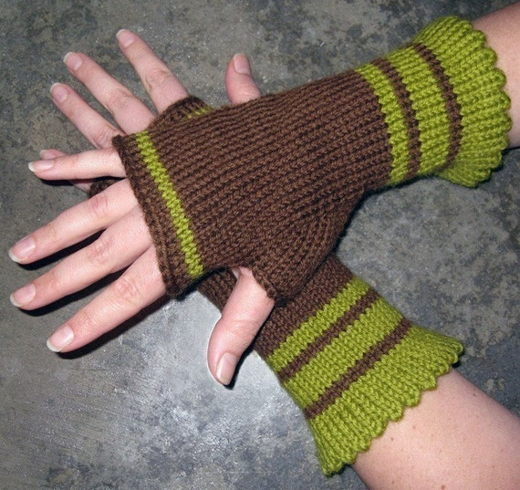 Knitting Patterns Striped Gloves : Pattern Simple Stripes Fingerless Gloves