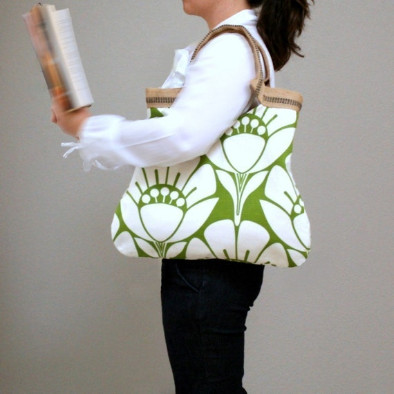 flower field lily basic tote
