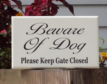 French Shabby Cottage Farmhouse Style Beware of Dog Please Keep Gate Closed Wood Vinyl Sign Outdoor Home Garden Decor Door Entry Gate Hanger