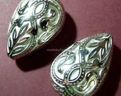 2 Teardrop Beads Large Vintage Style Silver 27mm x 18mm  (M563S)