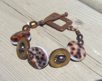 Brown Shell Bracelet. Tiger Cowerie. Mother of Pearl. Copper.