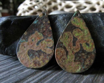 AGB jewelry findings copper verdigris teardrops 29mm x 17mm Rhiza 2 pieces