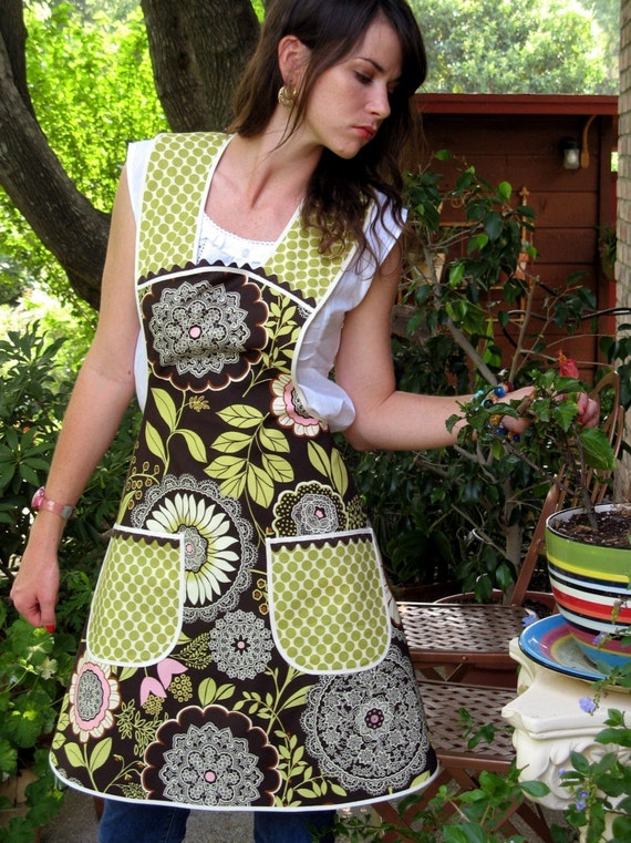 Vintage Everyday Housewife Apron  (size large to extra large)